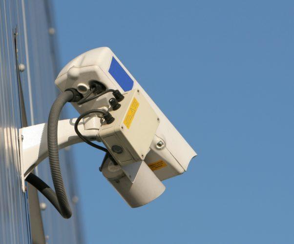 Cittadino installa telecamera sulla pubblica via