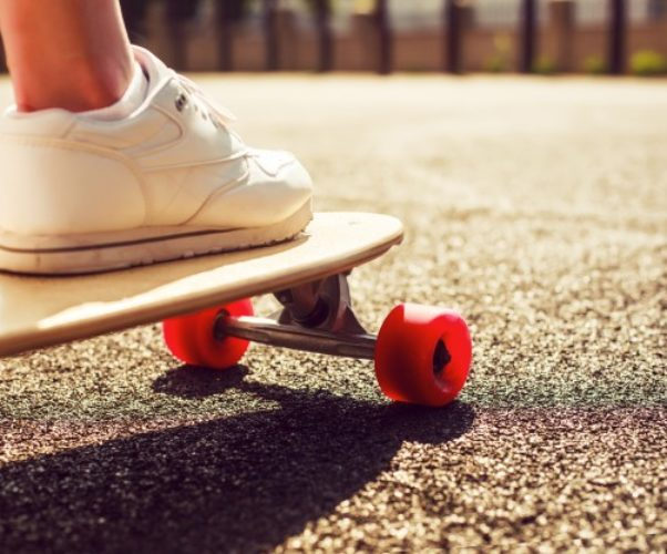 Si può circolare in strada con lo skateboard elettrico? Quali conseguenze?