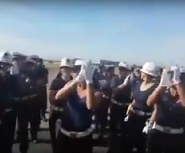 Bersaglieri e Polizia Locale: un simpatico duetto durante le prove per il 2 giugno