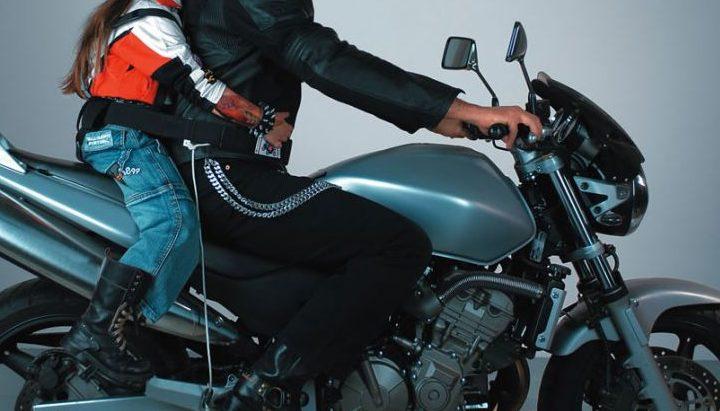 In moto con mio figlio – come trasportare i bambini in moto