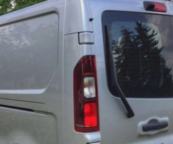 Mettere dei vetri sugli sportelli posteriori: ci vuole il collaudo?