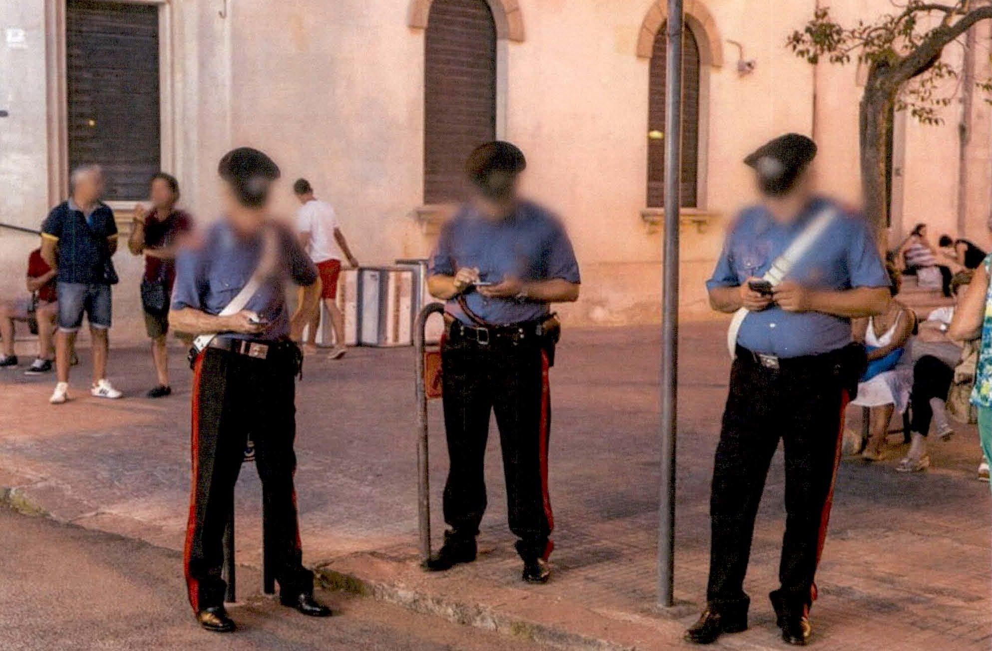 Carabinieri: circolare sull'uso dello smartphone in servizio