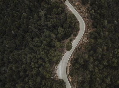 Stradina buia di montagna: adattare il veicolo – bull bar, fari – cosa è permesso e come